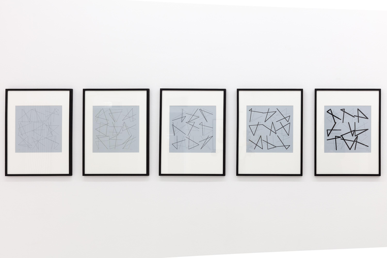 Vera Molnar, Neun Doppelte Zeichen, Laserdruck auf Papier, Serie von 5 Exemplaren, Edition von 5 Exemplaren, je 30 x 28 cm, 2004