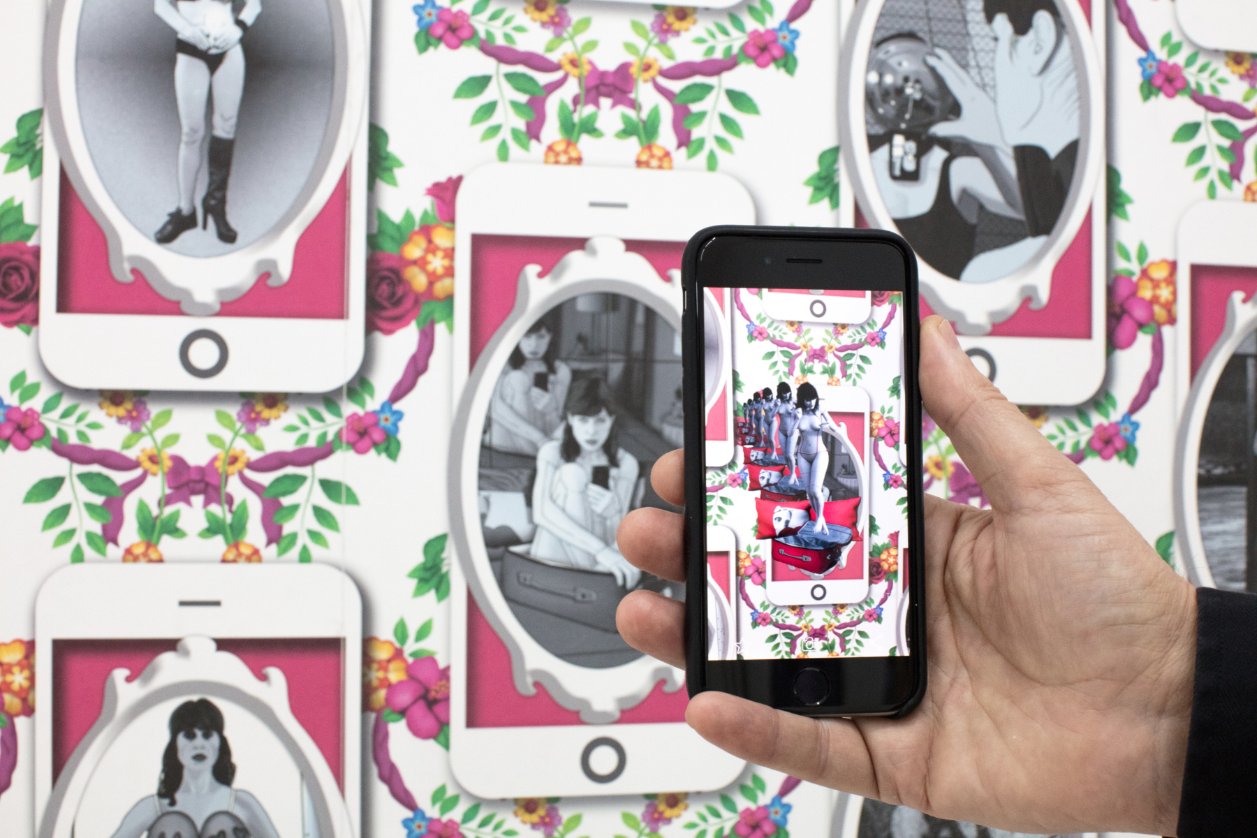 Carla Gannis, The Selfie Wallpaper, Tapete und Augmented Reality, 2017