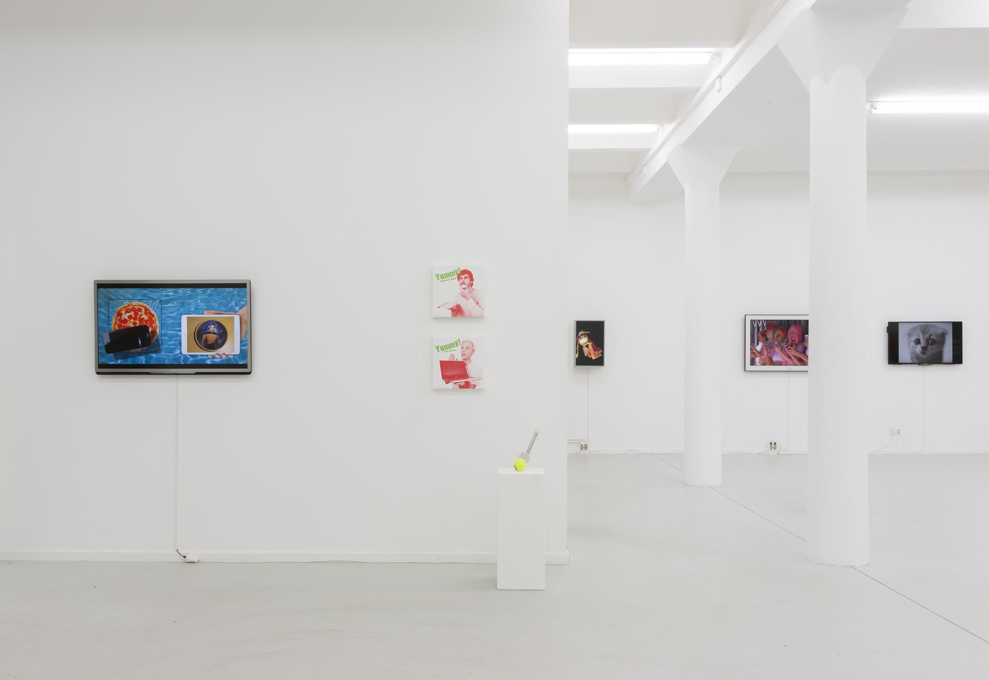 Porn to Pizza, Gruppenausstellung, kuratiert von Tina Sauerländer, 2015, Ausstellungsansicht