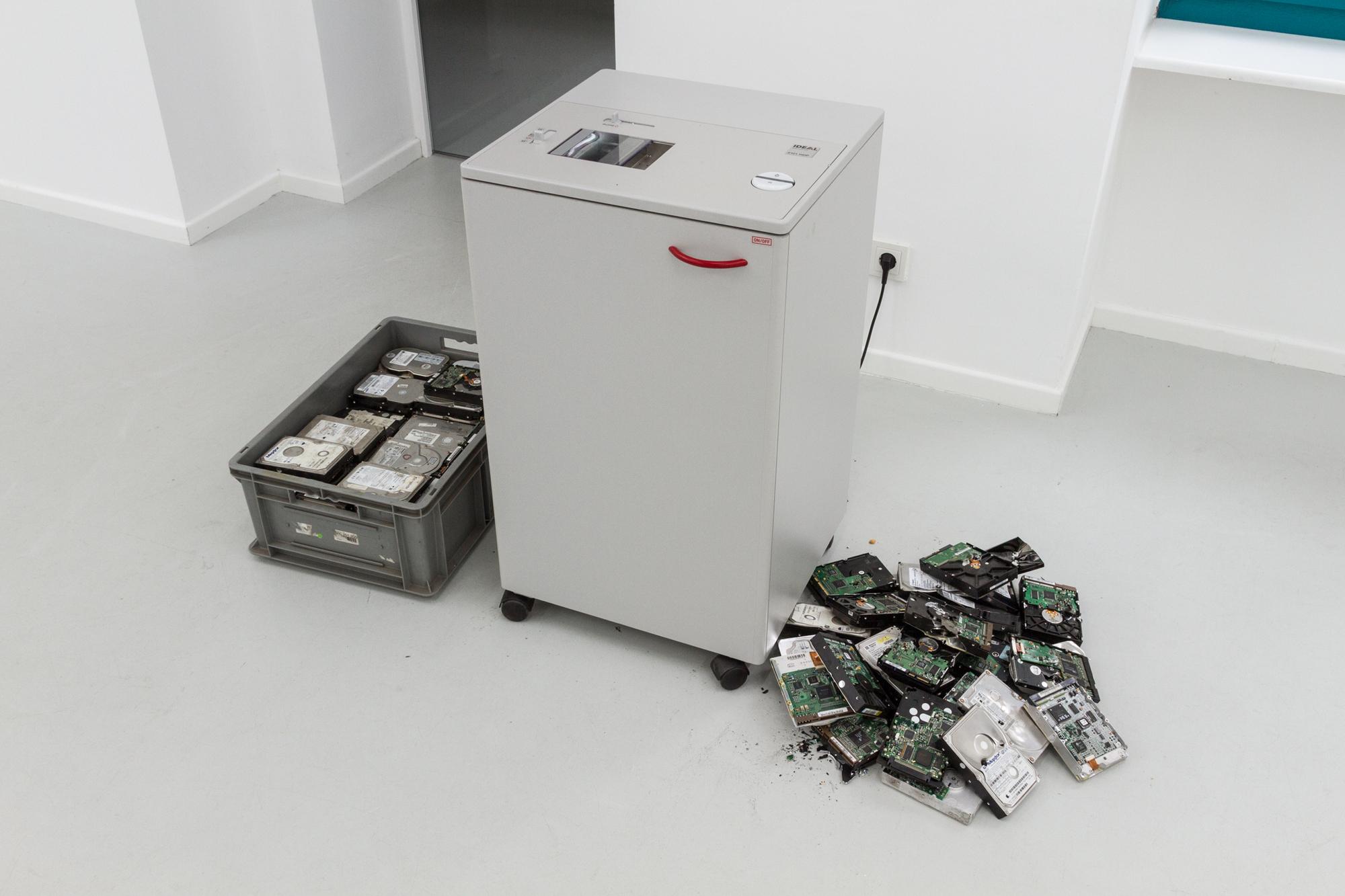 Aram Bartholl, Hurt me Plenty, 2014, Ausstellungsansicht